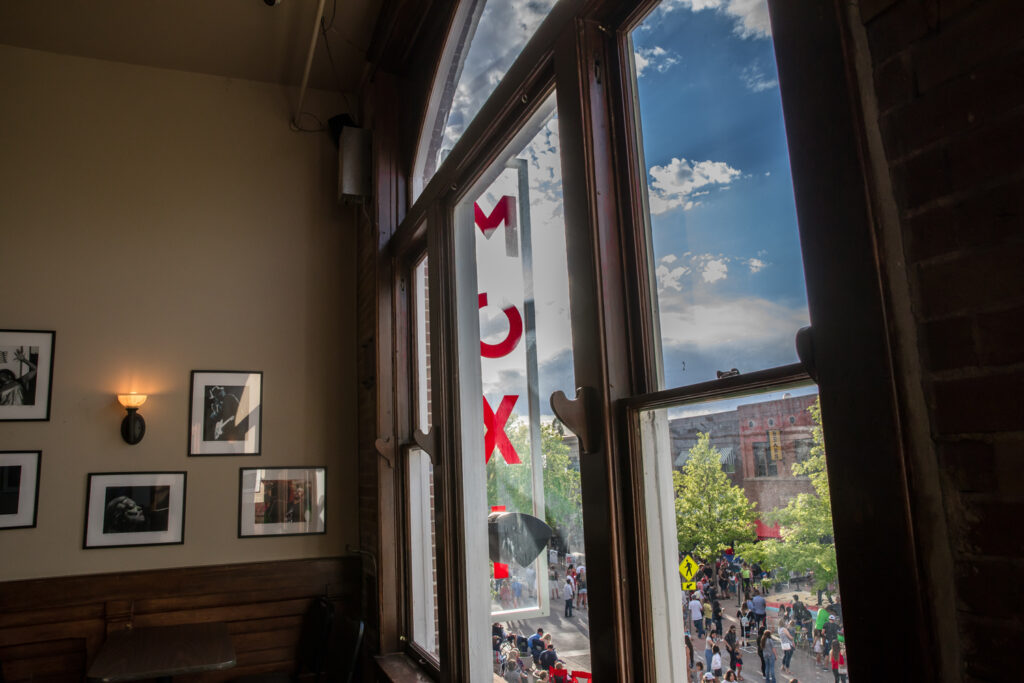 Moxi Window - photo by Backstage Flash